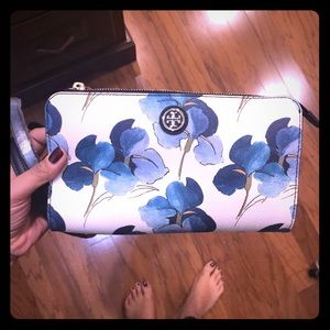 Tory Burch MARION White Floral Cross Body wallet